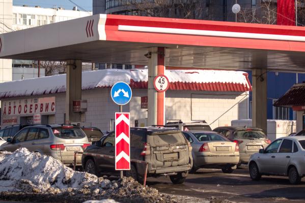 Стоимость литра бензина уже давно перевалила за 40 рублей