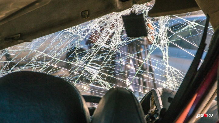 Смертельная встречка: под Новокуйбышевском водитель ВАЗа лоб в лоб столкнулся с «Вестой» и погиб