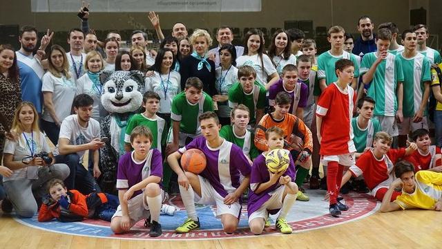 Воспитанники детских домов идворовых команд покажут, как играть в мини-футбол