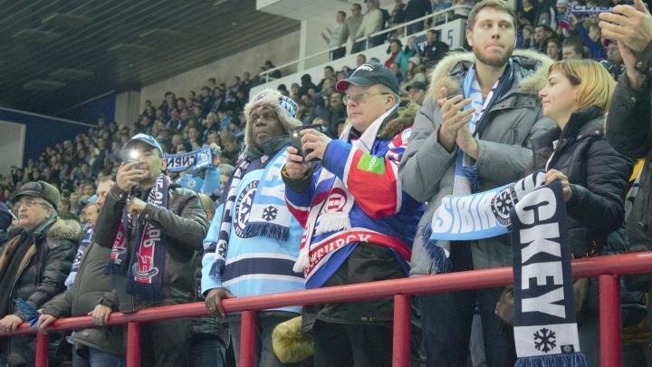 Новосибирские болельщики раскупили гостевые билеты на матч хоккейной «Сибири»