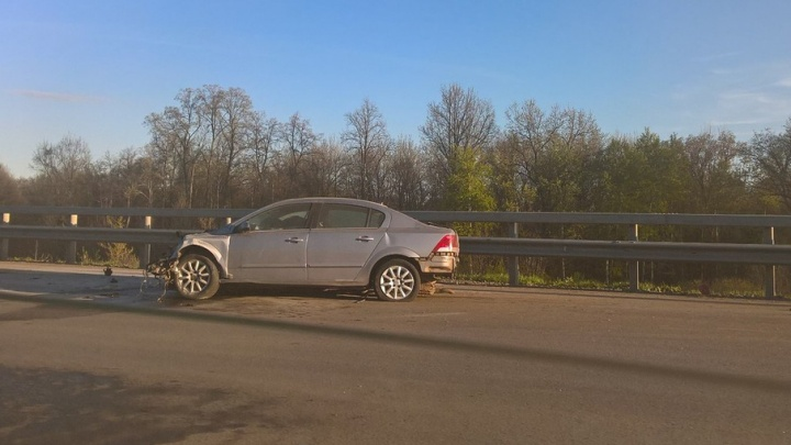 Массовая авария в Уфе: на большой скорости столкнулись три авто