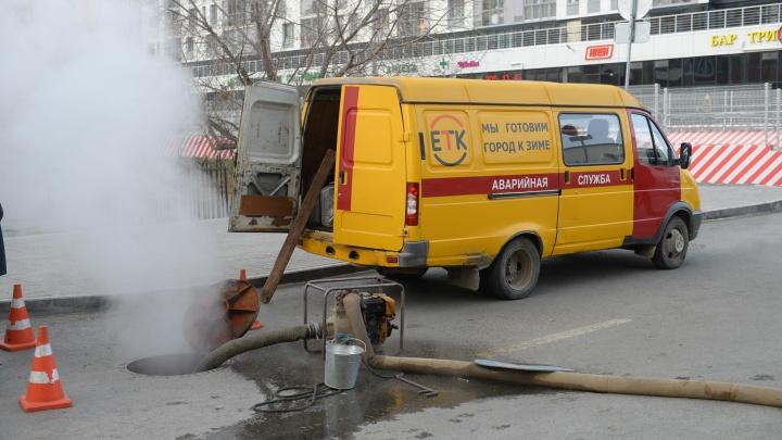 В Екатеринбурге жильцы дома взяли в заложники аварийную бригаду, пока та не устранит прорыв