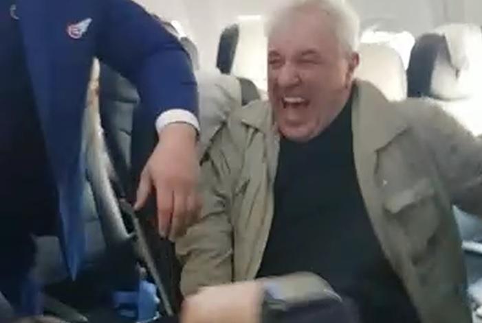 Нетрезвый пассажир устроил дебош насамолёте рейса «Екатеринбург-Анталья»