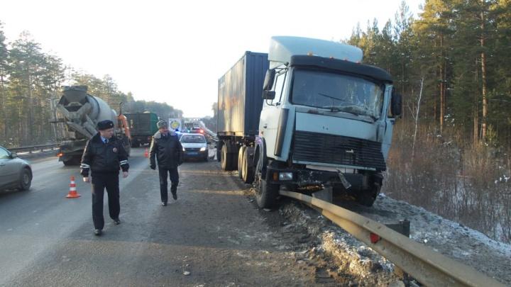 На ЕКАД произошла смертельная авария с двумя грузовиками