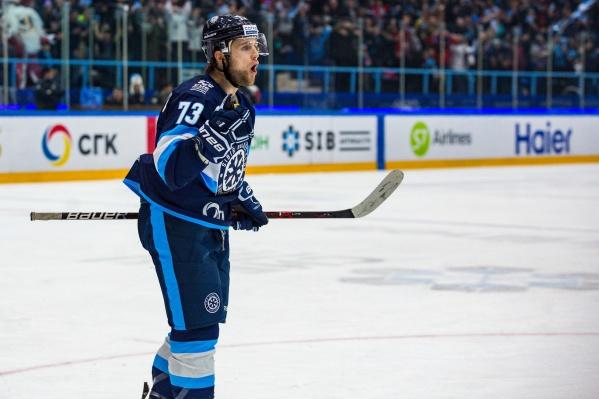 Свою карьеру хоккеист начинал с чемпионата России по хоккею с шайбой, играя за «Сибирь»