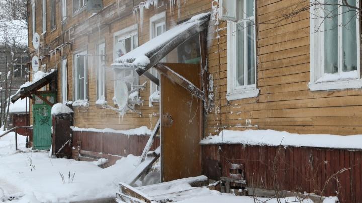 «Идет война ТГК-2 и управляющей компании»: как дом в Архангельске превратился в баню