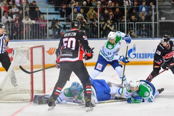 Защитник «Салавата» Станислав Гареев не верит, что шайба оказалась в воротах