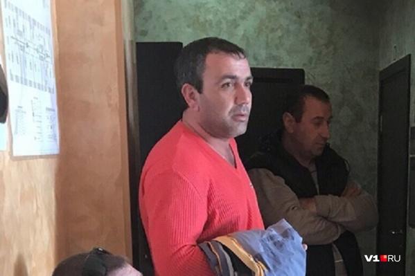 Васив Узеиров пояснил, что не слышал просьбы полицейского показать документы