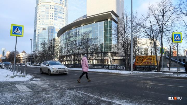 Гаишники почти год судились с мэрией, чтобы та поставила «лежачих полицейских» у Ельцин-центра