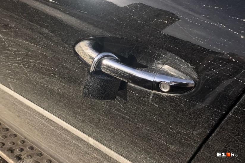 Деньги в двери авто бокс на крышу автомобиля в аренду без залога