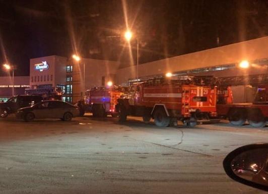 Спортивный комплекс «Юность» полностью эвакуировали из-за задымления