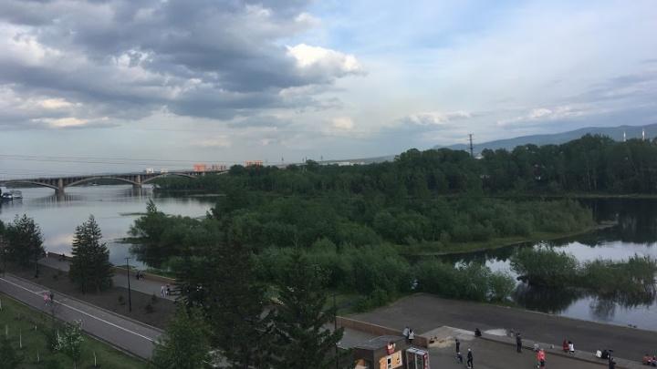 Гроза и сильный ветер ожидаются в среду в Красноярске