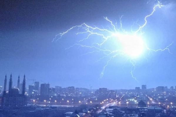 Гром и молнии прошлись над башкирской столицей