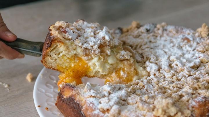 Из абрикосов и творога: рецепт вкуснейшего пирога с посыпкой