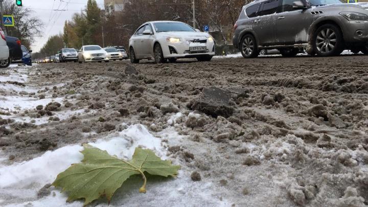 «Нигде не чистят»: ростовчане жалуются на засыпанные снегом городские улицы