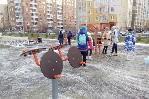 """Новый парк у школы <nobr class=""""_"""">№ 152</nobr>"""