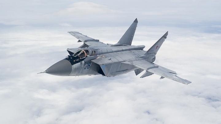 Перехватили самолёт противника: истребители МиГ-31 провели учебный бой в стратосфере над Пермью