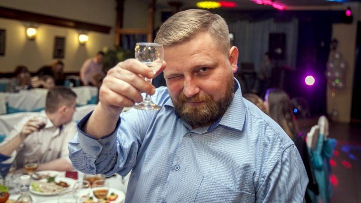 «Кардиологи — за, онкологи — против». Врач рассказал о безопасной дозе алкоголя в день