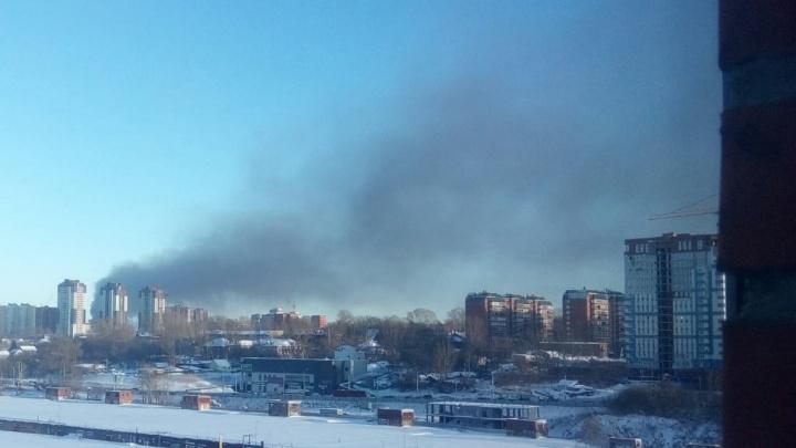 Над правым берегом поднялся столб густого чёрного дыма(онлайн-репортаж)