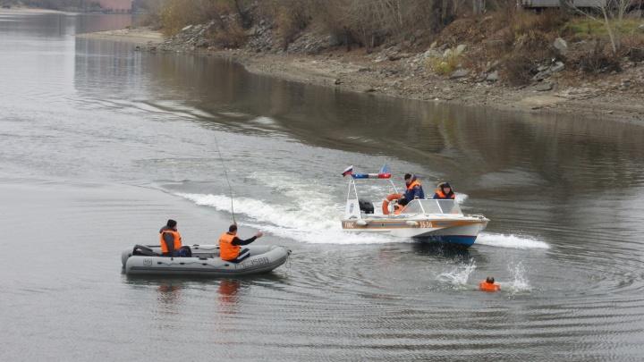 «Потерпел бедствие»: сломанный катер с двумя новосибирцами застрял на острове в Обском море