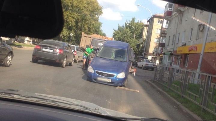 В Уфе машина слетела с эвакуатора: как отсудить деньги за ущерб
