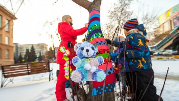 Стильные деревья и пеньки-миньоны: на фестивале уличного искусства в Челябинске «утеплили» сквер