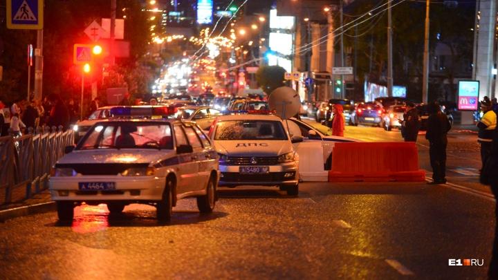 «Стоит семь экипажей»: на Пермском тракте полиция и люди в масках останавливают все автомобили