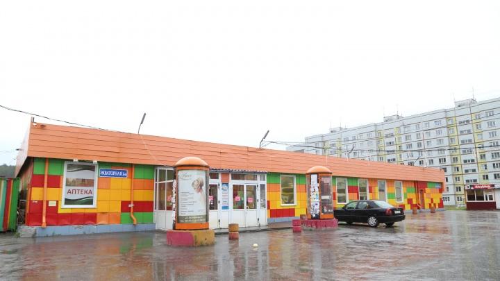 В Нижней Ельцовке закрылся огромный супермаркет с 20-летней историей