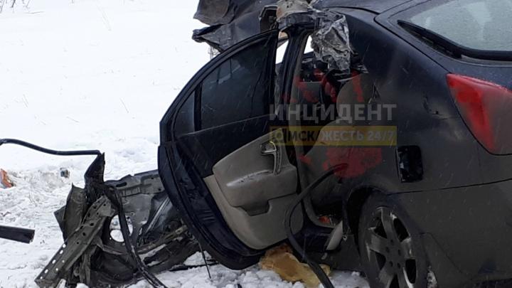 На трассе Челябинск — Новосибирск иномарка столкнулась с КАМАЗом