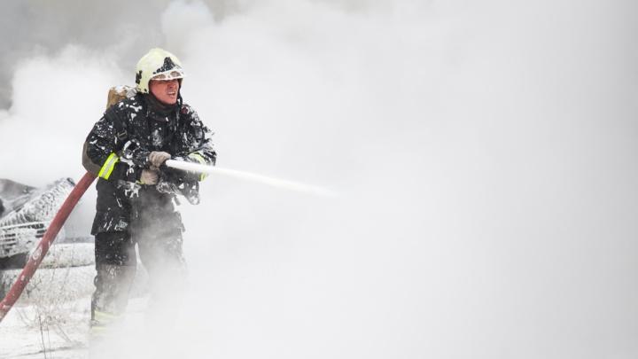 Выбил стёкла и облил бензином: в Мезенском районе мужчина сжег дом своего отца