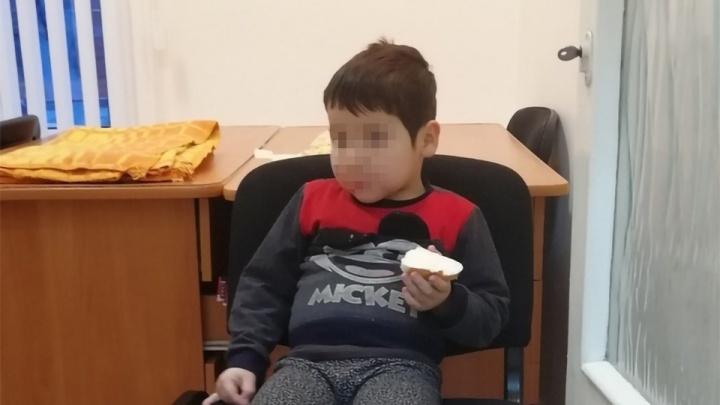 «Почти не говорит по-русски»: нашлась мама мальчика, оказавшегося раздетым на улице в Челябинске