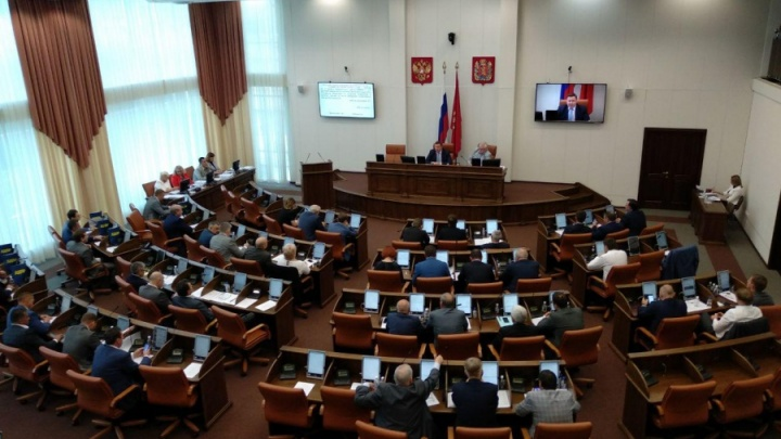 Красноярские депутаты сокращают число народных избранников на бюджетных зарплатах
