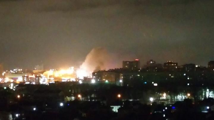 Выпечка сгорела: ночью в Ростове вспыхнуло здание «Золотого колоса»