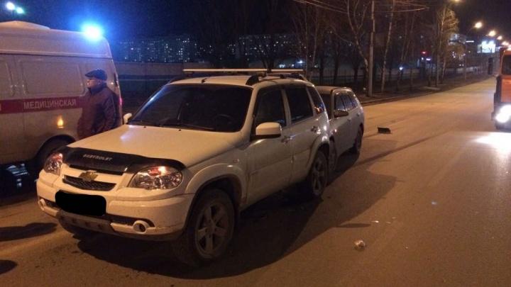 Две девушки ударились головами в столкновении на Нарымской