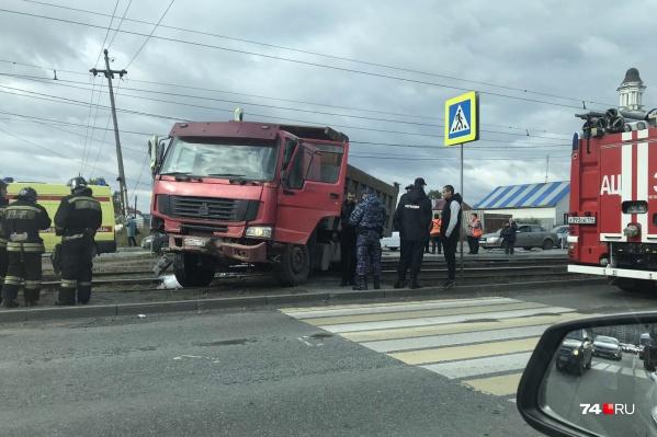 ДТП произошло на остановке «Тепличная» на проспекте Победы