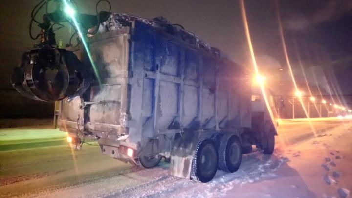 В Омске мусоровоз задавил женщину на свалке