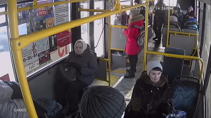 Кондуктора автобуса накажут за конфликт со школьницей без справки