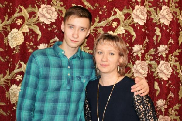 Артём Сивковский со своей мамой