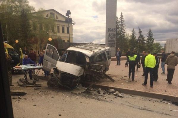 Внедорожник столкнулся с микроавтобусом «Соболь»
