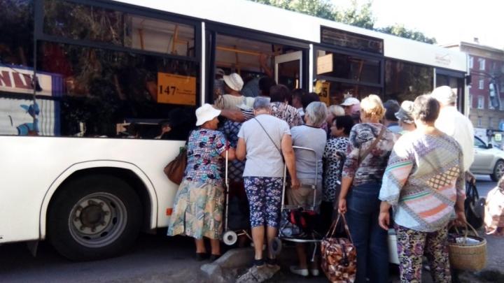 «Передаём привет Минтрансу!»: самарцы пожаловались на переполненные дачные автобусы