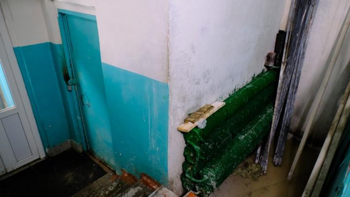 В подъезд было не зайти: в пермской многоэтажке прорвало трубу отопления