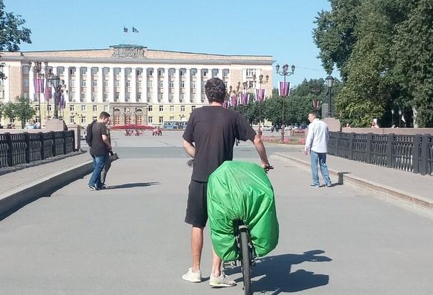 Сейчас парень думает остаться в Санкт-Петербурге