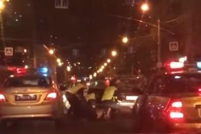 Водитель увлекся съёмкой и несколько раз нарушил ПДД, кроме того он был лишён прав