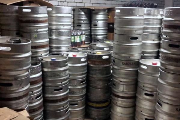 Контрафактное пиво нашли на складе на шоссе Авиаторов