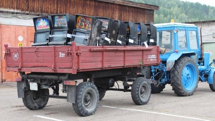 Два десятка игровых автоматов раздавили бульдозером под Железногорском