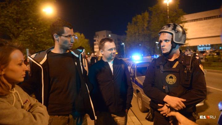 «Ни организаторов, ни финансирования». Политтехнолог — о том, как устроен протест в сквере у Драмы
