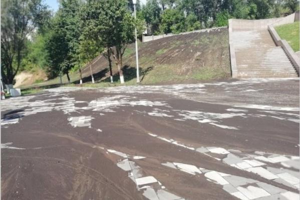 Пешеходная зона утопает в грязевых потоках