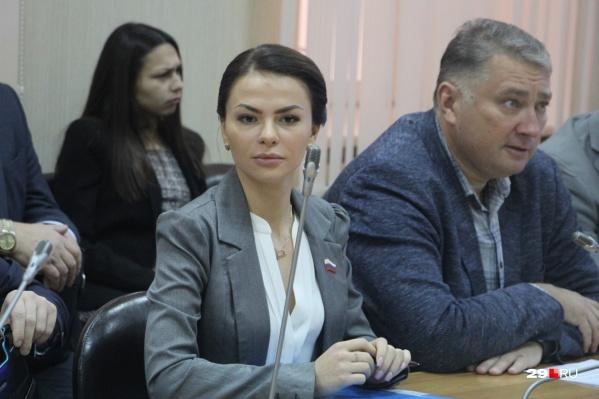 Три депутата, работающие на постоянной основе, и глава Архангельска Игорь Годзиш будут получать больше