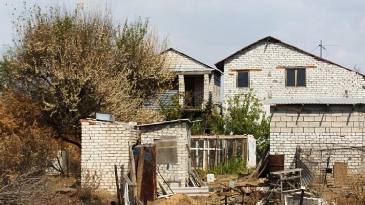 «Бегал по улице с ножом»: волгоградца осудят за убийство брата и ранение сестры ради наследства