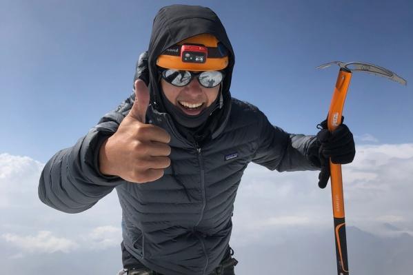 Предприниматель Андрей Ханов поднялся на гору Казбек и снял об этом десятиминутный фильм